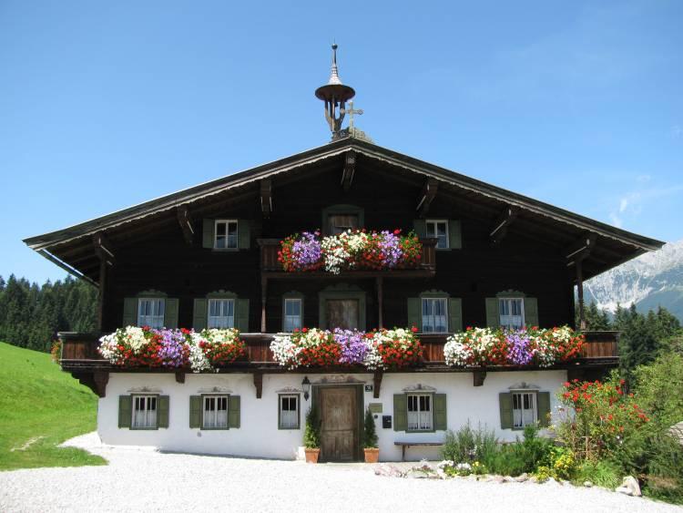 Das Bergdoktorhaus Der Bergdoktor Offizieller Fanclub Zur Beliebten Zdf Reihe